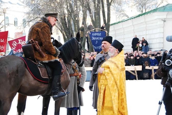 Козырь-Лешко никак не хотел выходить из того оцепенения, после разговора со служителем церкви. Фото Николая Лещука.