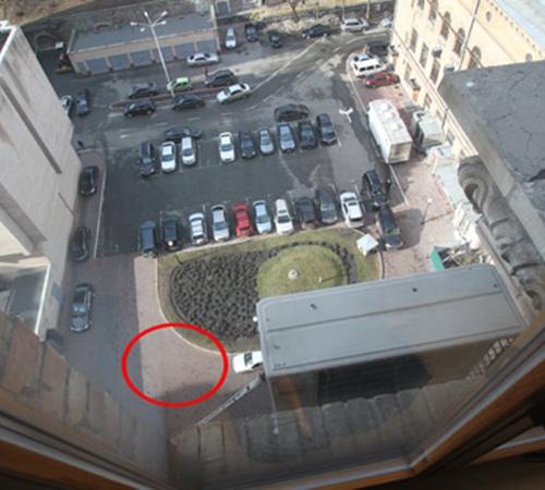 Автомобиля мэра вчера днем на обычном месте не было.