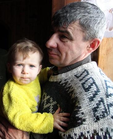 15-му ребенку Ивана Рогульчика Маше - полтора года. Для него она станет опорой в старости.