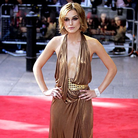 Один из самых ярких модных провалов Киры Найтли: такое роскошное декольте - явно не для нулевого бюста актрисы.