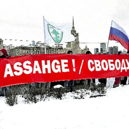 Даже в России у Ассанжа нашлось несколько фанатов.