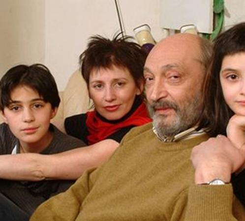 Михаил Козаков с женой Анной и детьми Мишей и Зоей уезжал в Израиль еще 20 лет назад. Потом возвращался в Россию, но теперь он снова в Тель-Авиве - на лечении.