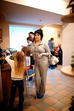 Транссексуал Сабрина из Канады произвел на украинскую семью неизгладимое впечатление.