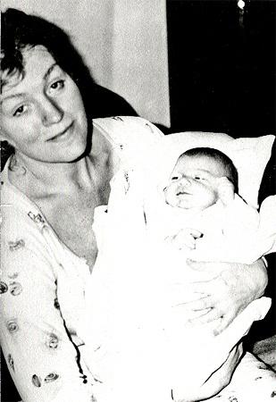 С сыном Збышеком (ему 20 дней).