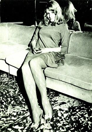 1966 г. В Италии. Итальянские продюсеры одевали Герман в мини.