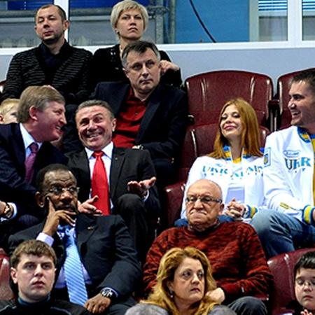 Ахметов и Бубка не скучали на трибуне в компании семьи Януковичей-младших.