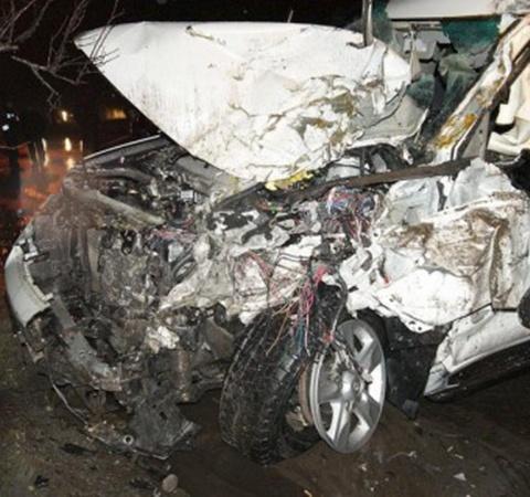 В Мариуполе внедорожник врезался в пассажирский автобус. Фото: Вячеслав Рябченко.