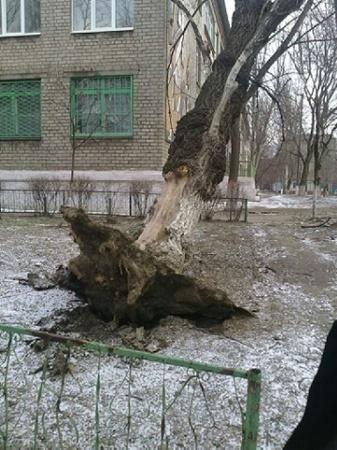 Природные катаклизмы обрушились в выходные на Мариуполь. Фото: ilich.in.ua.