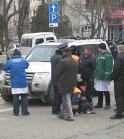 На митинге в Симферополе гаишник попал под джип фото 2