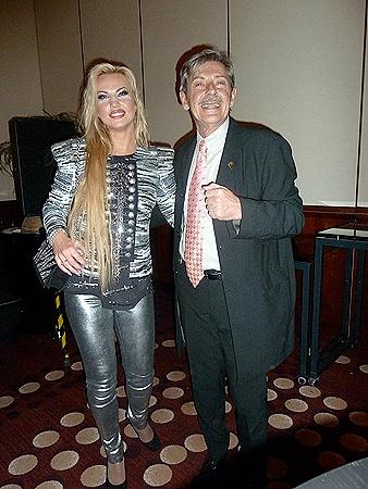 Камалия и президент Украинской кинофундации Андрей Халпахчи на вечеринке, устроенной в честь Украины на Берлинале.