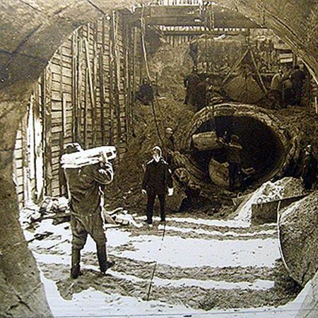 1979 год. Авария на Новодарницком коллекторе. Целый месяц все канализационные стоки Левобережья шли прямиком в Днепр.
