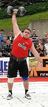 На последнем турнире Александр Лашин заработал кровавые мозоли на ладонях.