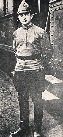 Михаил Тухачевский, будущий Красный маршал, чьи войска разгромили поляки на Висле. Фото 1921 года. Фото РИА «Новости».