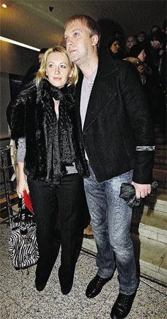 Светлаков с женой Юлей похожи, как брат с сестрой.