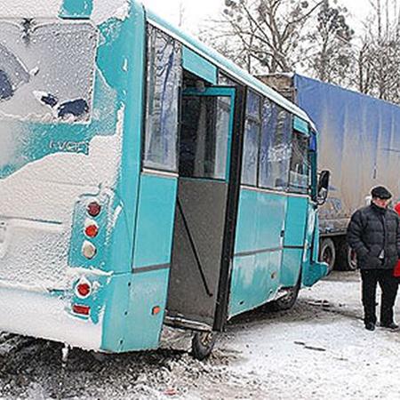 Пассажиров маршрутки эвакуировали. Фото Николая Шинкаря