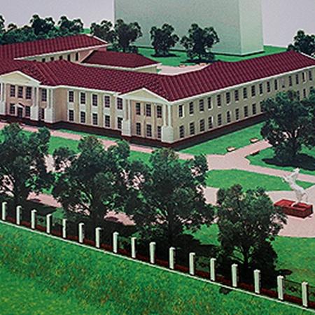 Похоже, проект комплекса «Оборона Конотопа» (на фото вверху) так и останется на бумаге, ведь основное здание уже почти развалилось.