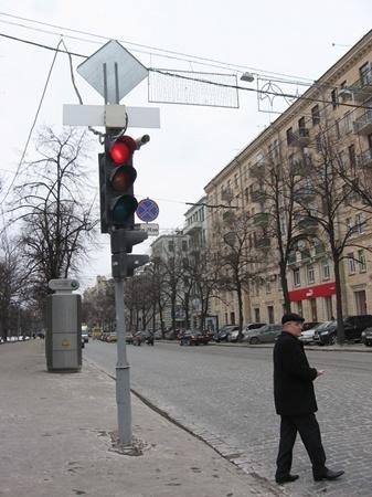 Наиболее активно следят за горожанами в центре. Фото Надежды ШОСТАК и Оксаны ЯКУШКО.