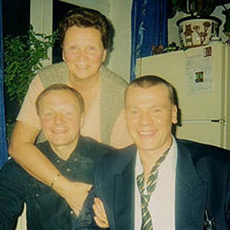 Влад обожал своих родителей - маму Елену Петровну и Бориса Сергеевича.