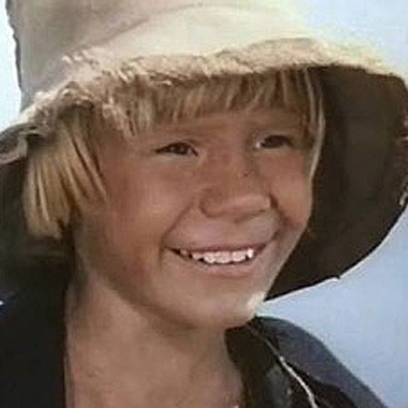 Свою первую роль Гекльберри Финна в «Томе Сойере» Влад сыграл в 9 лет.