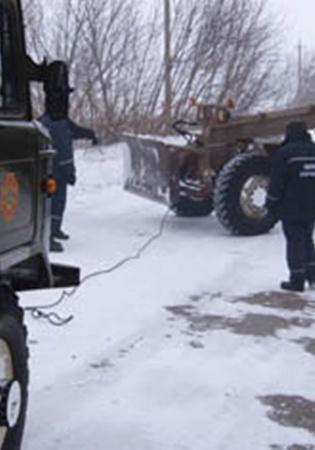 Машины вытаскивали спасатели. Фото: МЧС.
