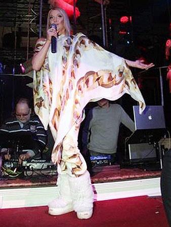Волочкову попросили спеть, и она не отказала. Тем более, что под рукой оказалась фонограмма - совершенно случайно. Фото volochkova-a.livejournal.com.
