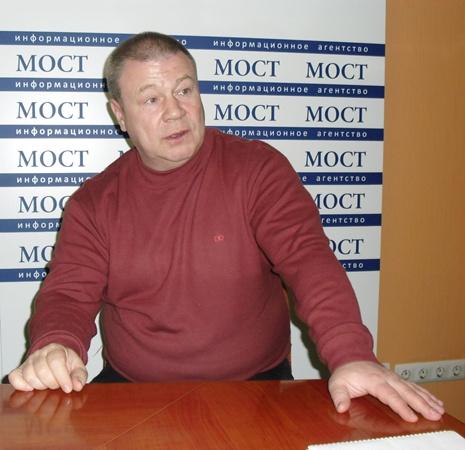 В Днепропетровске Селин в необычной для себя роли.