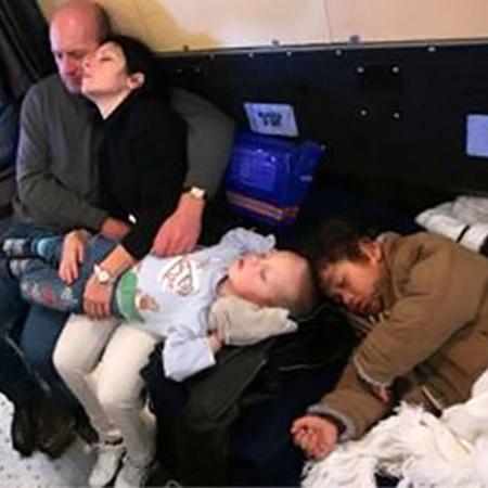 Граждане России возвращаются из Ливии на Родину на самолетах МЧС. Фото Владимира ВЕЛЕНГУРИНА.