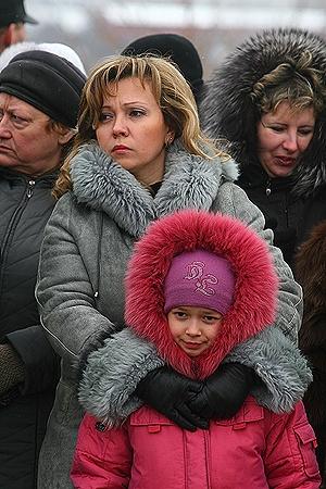 Людмила Ткаченко и ее дочь верят, что после разговора с президентом в их районе станет легче дышать.