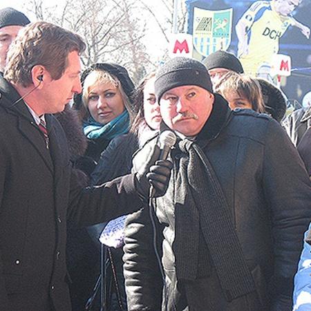 Игорю Дакалину предложенный ведущим вопрос не понравился - он задал свой.