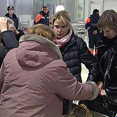 Колотницкую в «Борисполе» встречала вся родня.