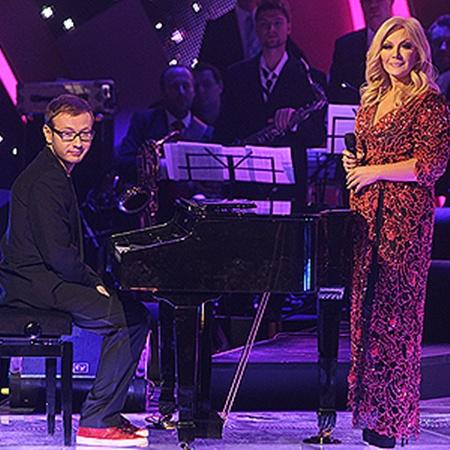 Таисия Повалий с сыном Денисом впервые вышли на сцену вместе. Певица исполнила трогательную «Колыбельную», а парень ей аккомпанировал.