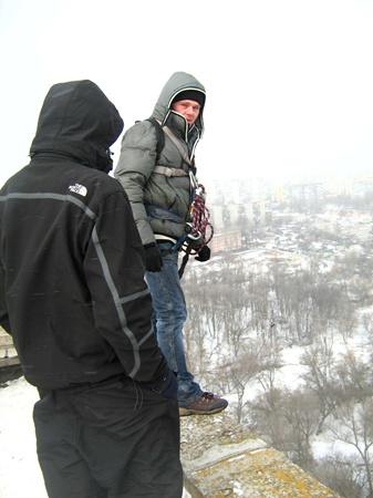 Сигануть с почти 50-метровой высоты разрешалось всем смельчакам, кроме беременных и сердечников. Фото автора.