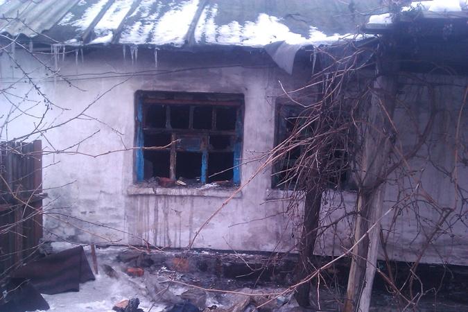 При пожаре погиб 2-летний ребенок. Фото: центр пропаганды МЧС Украины в Донецкой области.