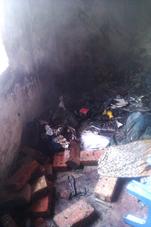 Причиной пожара стала самопальная электропечь. Фото: центр пропаганды МЧС Украины в Донецкой области.