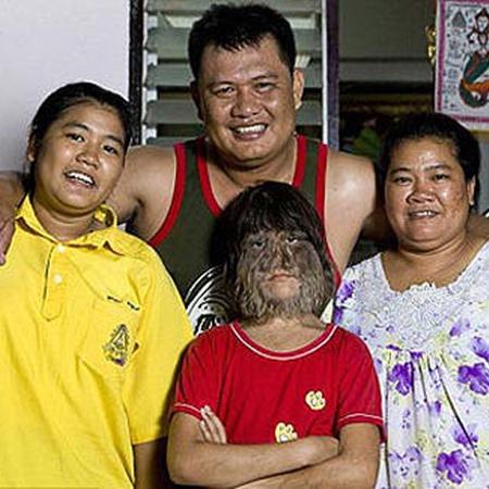 Супатра и ее семья. Фото DailyMail.