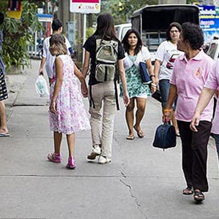 На улице люди оборачиваются. Фото DailyMail.