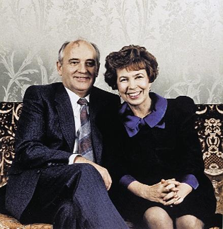 Михаил и Раиса Горбачевы прожили, на зависть многим, в мире и согласии 46 лет. На фото вверху они - студенты МГУ в 50-е годы.