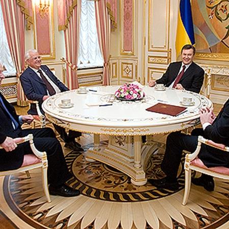 «Большая четверка» пробует сотрудничать. Фото Михаила МАРКИВА.