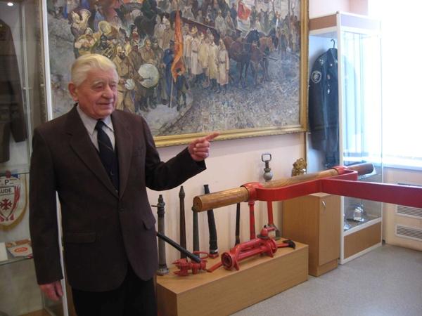 Николай Карпенко знает все об истории пожарного дела области.