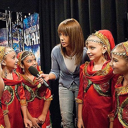 Оксана Марченко общается с юными участниками кастингов.