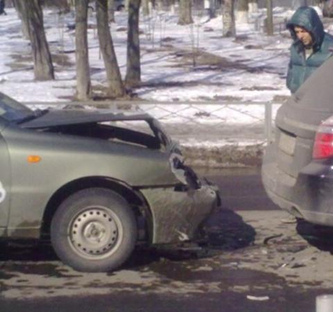 В Мариуполе автомобиль такси протаранил иномарку. Фото: www.0629.com.ua.