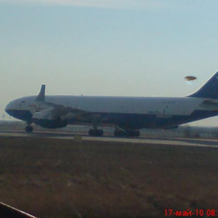 17 мая 2010 года НЛО, зависший над якутским аэропортом, был сфотографирован с борта самолета АН-24. Фото с сайта www.maya.sakha.ru.