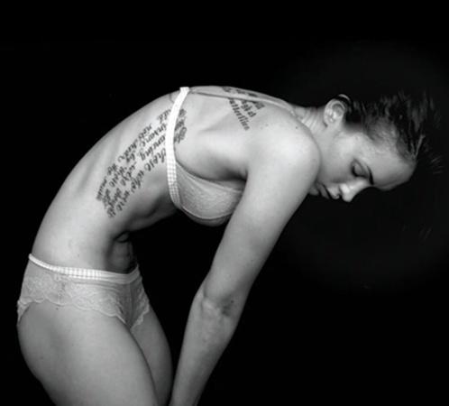 В весенней рекламной кампании нижнего белья Emporio Armani's Меган скорее ужасает, чем восхищает. Актриса выглядит слишком худой. Фото: Splash/All Over Press