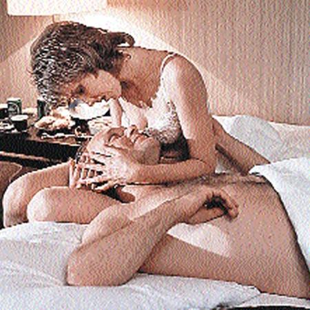 Яковлева одной из первых разделась в советском кино. Кадр из фильма «Интердевочка». Фото РИА «Новости».