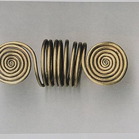 Золотые украшения из Винницкого краеведческого музея, такие как этот сарматский перстень XV - X в. до н.э., хорошо известны во всем мире.