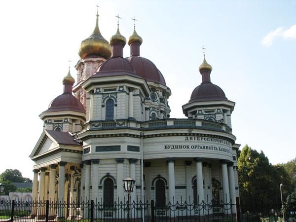 Брянская Николаевская церковь была построена в Днепропетровске в 1913 - 1915 годах.