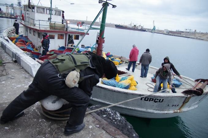 В Крыму задержали турецкую браконьерскую шхуну  фото 3