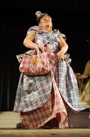 Платья из сумок – признали самым оригинальным