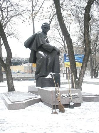Кобзаря «подчистили» перед праздником. Фото автора.