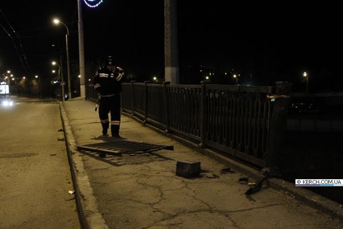 Машина слетела с этого моста на улице Горького